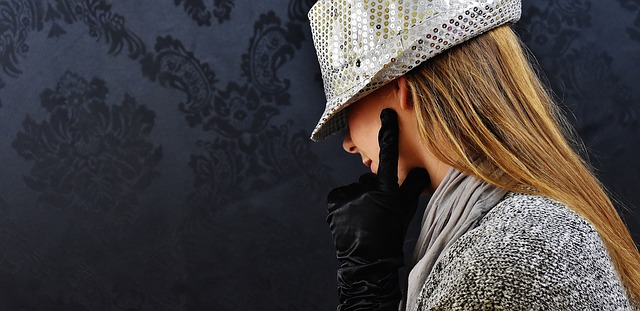 stříbrný klobouk