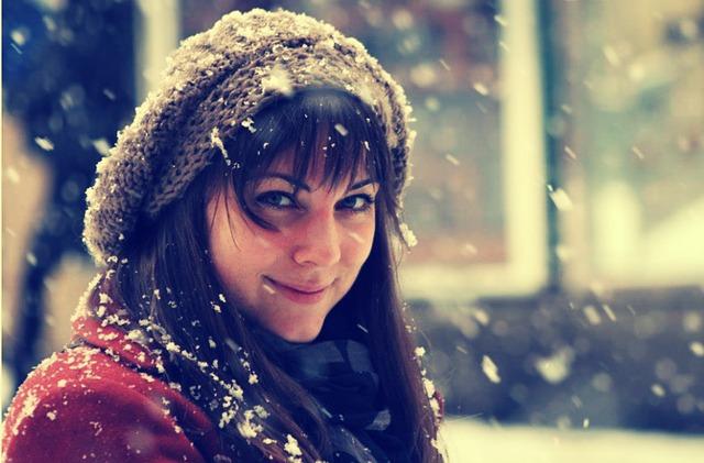 žena s čepicí