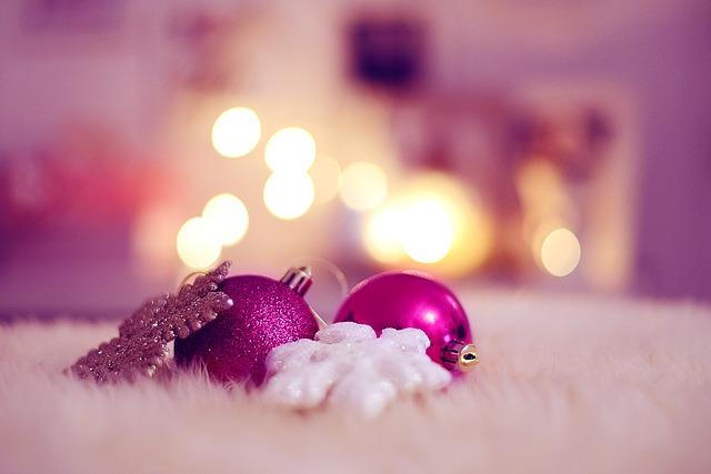 vánoční koule a vločky.jpg