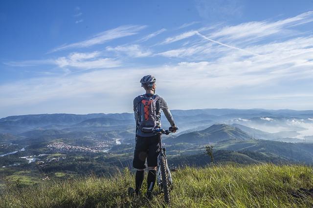 cyklista na horách.jpg