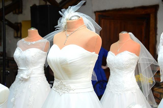 troje svatební šaty.jpg